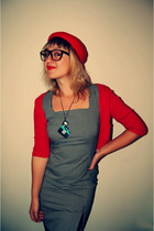 checkered vintage dress - red beret vintage hat - geek glasses - holga necklace