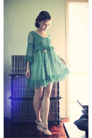 silver glitter Annes heels - green dazzlin dress