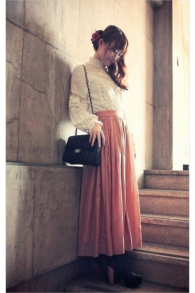 coral maxi pleated Style by Me skirt - black quilted UOU bag