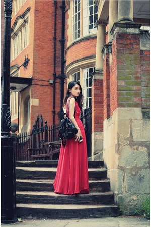red maxi dress - brown trench coat - black bag