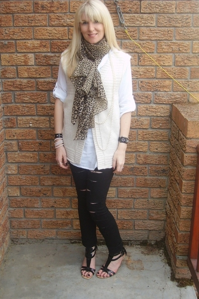 shirt - - jeans - shoes - scarf