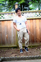 white Hanes shirt - dark khaki Gap pants