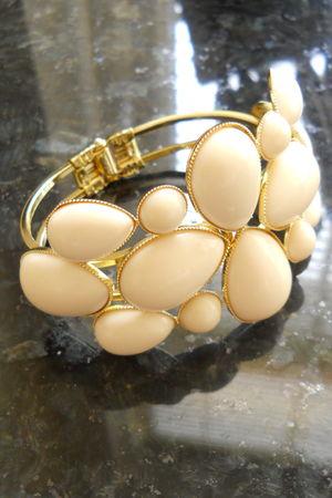 gold Primark bracelet