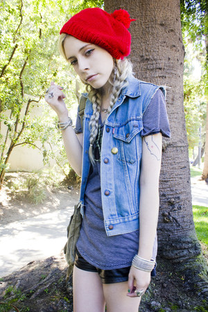 ruby red vintage hat - heather gray striped a ok shirt - black StyleSofia shorts