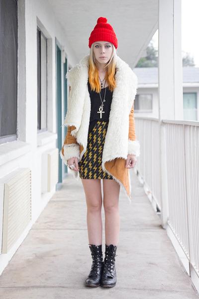 black Lovelysally skirt - camel UNIF jacket