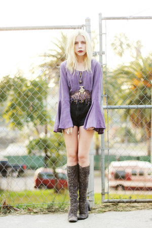 light purple vintage shirt - charcoal gray snakeskin vintage boots