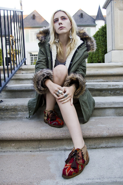 ruby red tapestry vintage shoes - army green Chicwish coat