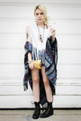 Black-vintage-boots-white-diy-shirt-sky-blue-urban-outfitters-cape