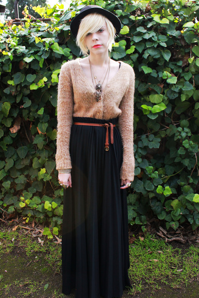 black bandless fedora vintage hat - black pleated maxi vintage skirt - tan vinta