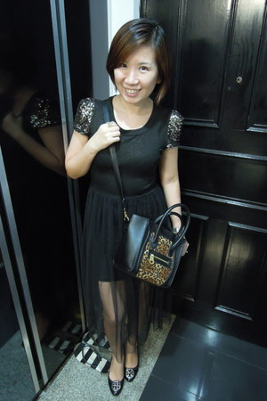 black dress - bronze bag