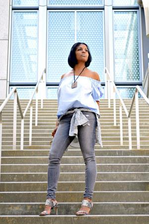 gray distressed Zara jeans - light blue H&M top