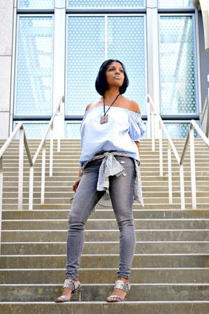 gray distressed Zara jeans - light blue H&M top