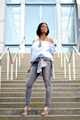 Gray-distressed-zara-jeans-light-blue-h-m-top