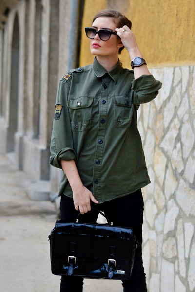 army green boyfriend shirt SOliver shirt - black Stradivarius shoes