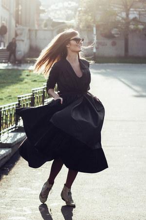 black linen Klasa dress - black silk Klasa coat