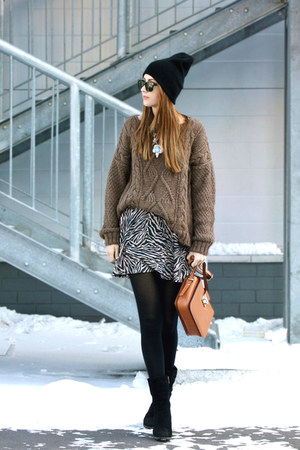 Zara sweater - Ray Ban sunglasses - Topshop skirt