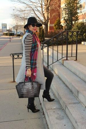 Aldo scarf - ALTUZARRA boots - Gap jeans - Loft top - Zara vest