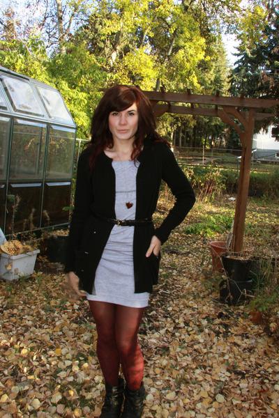 red f21 tights - black f21 sweater - silver