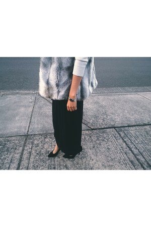heather gray faux fur vest - ivory Old Navy sweater - black jersey skirt