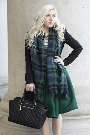 green high-waisted Chicwish skirt - black quilted Michael Kors bag