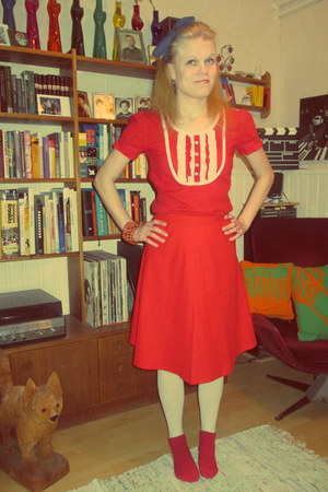 ruby red cotton Secondhand shirt - white H&ampM tights