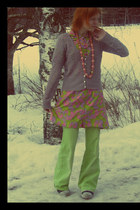 cotton vintage dress - chartreuse jeans - pink necklace