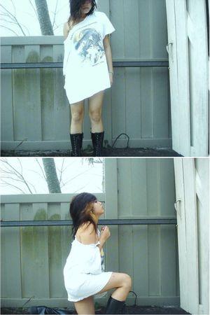 black boots - white shirt