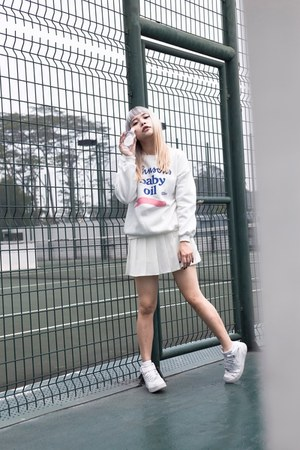 Style Raiders sweater - nike sneakers