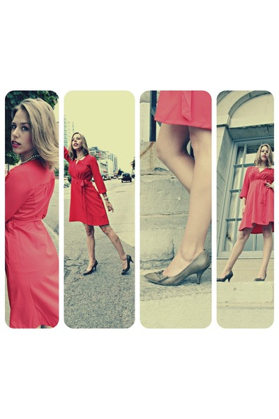 red red dress dress - ivory pearles necklace - puce heels heels