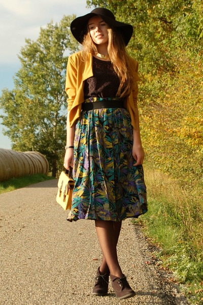 vintage skirt - New Yorker hat - Primark bag