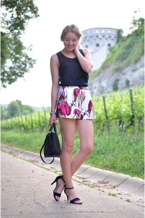 black Lidl shirt - black Zara bag - floral H&M shorts