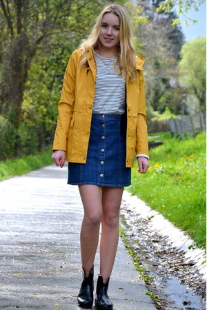 rainboots Lidl shoes - yellow Only coat - striped Only shirt - denim H&M skirt