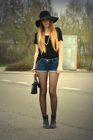 vintage bag - cowboy Deichmann boots - studded Zara shorts