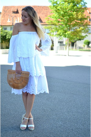 vintage bag - off-shoulder Zara shirt - white lace midi vintage skirt