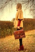 burgundy CCC shoes - vintage bag - beige Casa Blanca cape