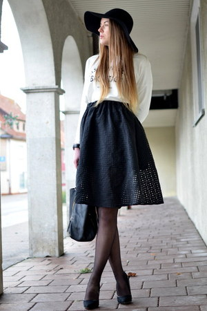 black Hallhuber bag - white Pimkie sweater - black TK Maxx skirt