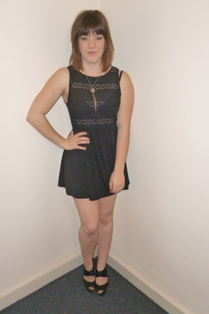 black H&M heels - Primark dress