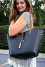 Black-versona-bag-heather-gray-thrifted-top