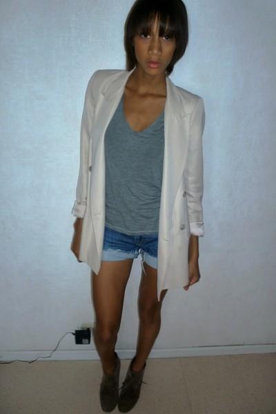 blazer - t-shirt - shorts - boots
