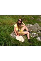 cropped yellow vintage top - chelsea new look boots - round H&M sunglasses