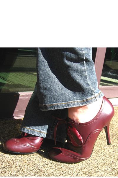 Red Oxford stiletto