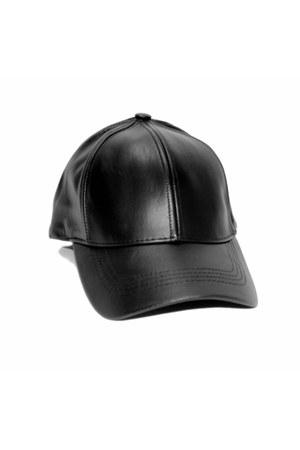 Jill Pineda hat