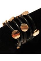 Black-unbranded-belt