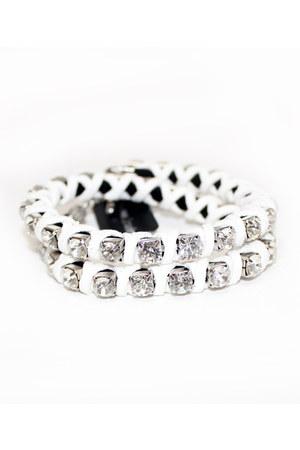 white unbranded bracelet