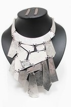 Silver-unbranded-necklace