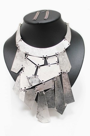silver unbranded necklace
