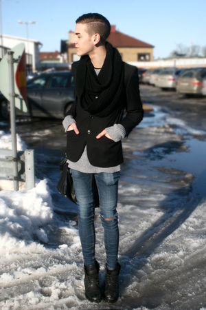 black H&amp;M blazer - gray H&amp;M sweater - black Din Sko boots - blue Cheap Monday je