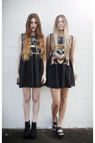 black shirt - black shoes