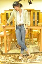 black mothers closet blouse - blue Levis jeans - beige cardigan