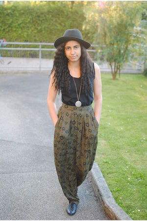 black H&M hat - black vintage top - green vintage pants - black Deichmann shoes